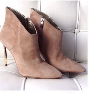 Enzo Angiolini Shoes - 🎉HOST PICK🎉Gorgeous Suede Enzo Angiolini booties
