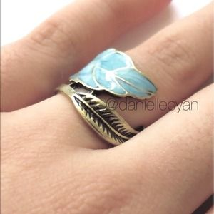 Leaf wraparound enameled ring.(come with pouch)