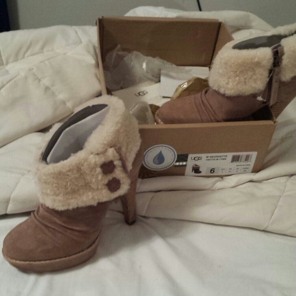 b4e59f1d3ac Brand new never worn ugg low top dress boots NWT