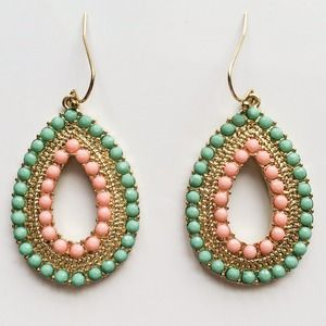 Jewelry - Gold teardrop earrings