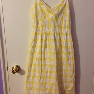 Old Navy Dresses & Skirts - Super cute yellow/white plaid sundress! 👗💛