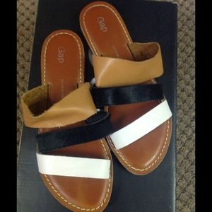 Gap black,tan, and white flat sandals