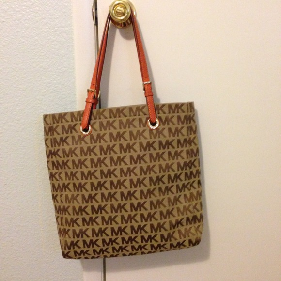 b277f12ba32b70 Michael Kors Bags | Authentic Mk Tote Never Used Sold | Poshmark