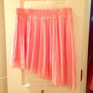 Pink skirt w/ high-low side detail