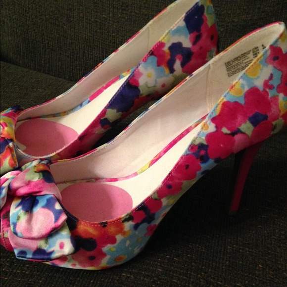 55 fioni payless shoes pink floral peep toe heels