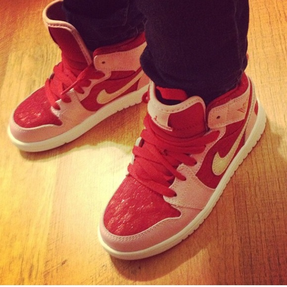 621f8ec8d945 Little Girls Nike High Tops. M 52b775d32d2490209602559d