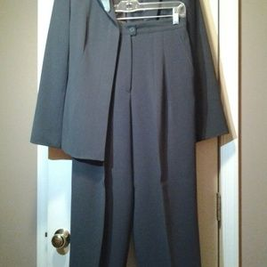Classic Professional Womans Pant-Suit