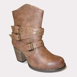 Bucco Viktorija buckled boot 6.5