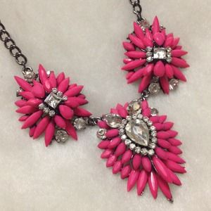 🔴SALE🔴Stunning Pink Crystal Necklace!