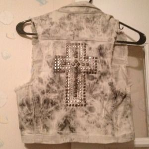 Tops - Nwt cross back vest