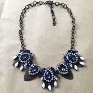 Jewelry - Metal blue crystal hanging statement necklace