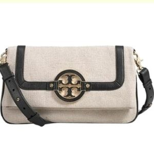 Tory Burch Handbags - EUC Amanda Burlap Foldover Messenger Crossbody