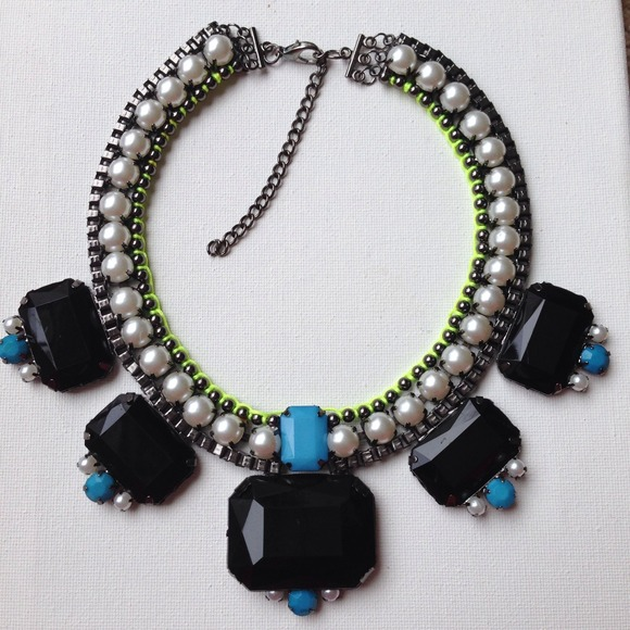 Jewelry - SALE Pearl neon green & lucite stone necklace 2