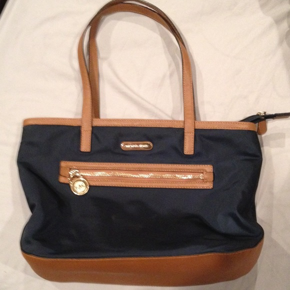 7e128c2a7366 REDUCED Michael Kors tote navy blue purse. M 52bf5d233ddfd45cae09f319