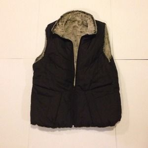 Reversible black/faux fur vest