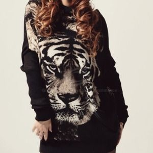 Sweaters - Tiger sweat shirt