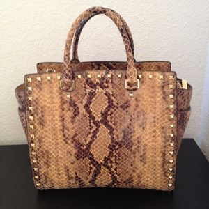 NOT AVAIL MICHAEL KORS SELMA STUD BROWN PYTHON