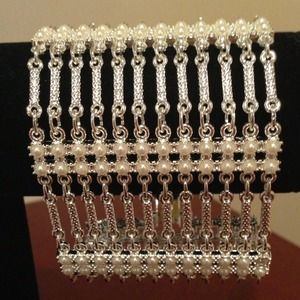 *NEW* Radiant Silver & Pearl Clasp Bracelet