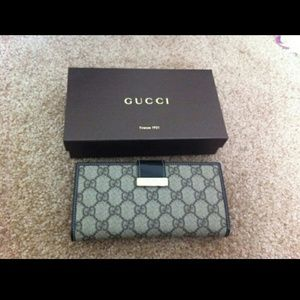 Gucci Signature Web Metal Bar Continental Wallet