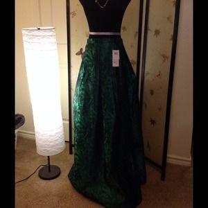 NWT  Emerald  green skirt