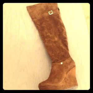 BRAND NEW chocolate brown suede boots