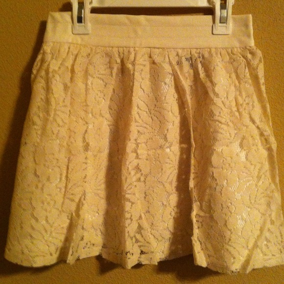 Dresses & Skirts - ❗LAST ONE❗New Cream Flower Lace Skater Skirt 3