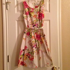 Dresses & Skirts - Wallis floral dress with belt