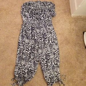 Dresses & Skirts - Cheetah jumpsuit romper