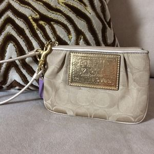 Coach Poppy Wristlet - Gold