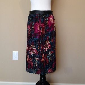 Mossimo Leather waist trim pleated floral skirt