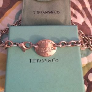 Tiffany & Co. Jewelry - HP! 🎉Return to Tiffany oval tag necklace