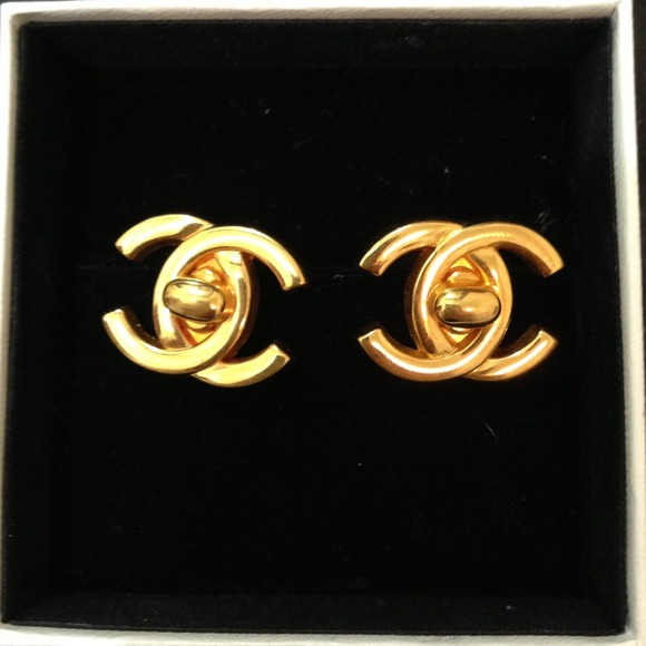 CHANEL Jewelry - REDUCED!!!! Vintage Chanel Clip Earrings.