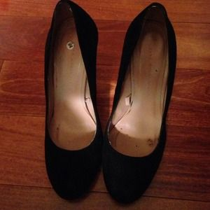 Zara Shoes - Black suede pumps