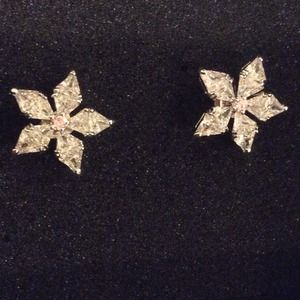 Accessories - 5 leaf flower earrings from jewelmint