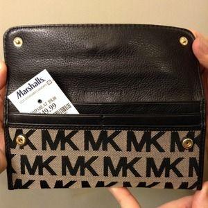 7a27fb6dd185 MICHAEL Michael Kors Bags - Authentic Michael Kors Black Signature Wallet