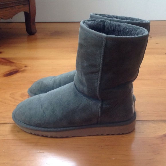 Olive Green Short Ugg Boots Size 7