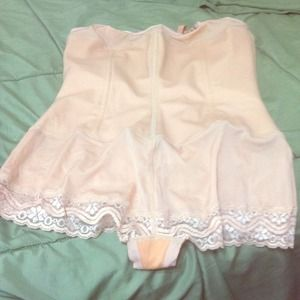 Vedetta Other - NWOT Vedette Nude Shapewear Size: 40