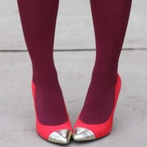 Shoes - Coral cap toe pumps