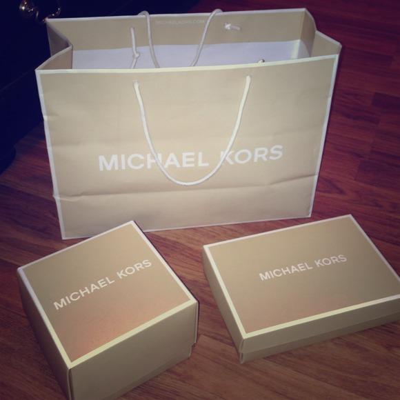 13fe5861d230 Authentic Michael Kors gift boxes   bag. M 52c892eb1b865a16cf1d656f