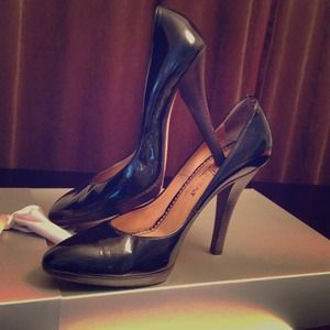 ❗SALE❗Yves Saint Laurent Black Patent Pumps 38.5