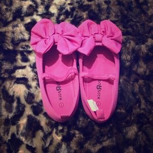 Other - 💢Sale💢 Adorable Hot Pink Toddler Shoes 🎀