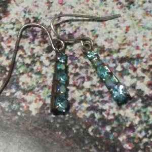 Jewelry - Beautiful stone drop earrings