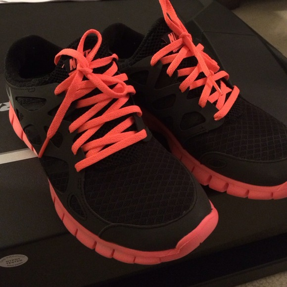 buy popular c5f15 2e239 Nike Free Run 2 Reflective Coral & Black NWT