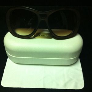 Chloe sunglasses in seashell and  black