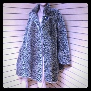 ❗️REDUCED❗️Gorgeous Vintage Faux Fur Coat