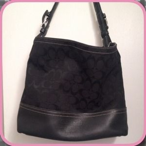 🎉HP🎉🌸Gorgeous Black Coach Bag w/Leather Trim🌸