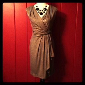 Ronni Nicole Dresses & Skirts - Perfect for Valentine's♥️Stunning grey-gold dress