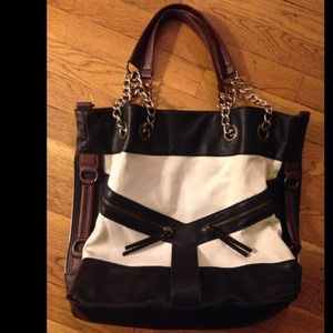 f90c1fe1130f Urban Outfitters Bags - Popular Deena and Ozzy Chain Tote☺️