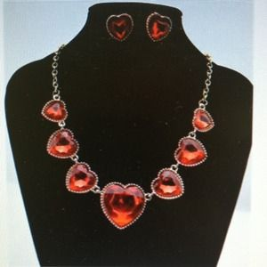 Jewelry - Crystal heart bib necklace
