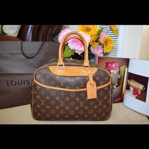 Reserved! % Auth Louis Vuitton Deauville Pre own